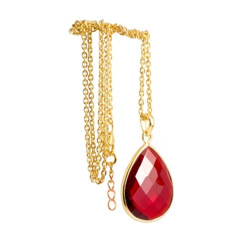 Halsband Maja Golden Ruby i guldpläterat silver och en röd sten i tillverkad kvarts likt granat