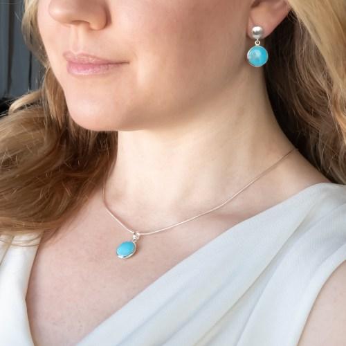 Halsband och örhängen med sten av äkta turkos infattat i sterlingsilver