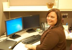 Espinosa Jessica at desk