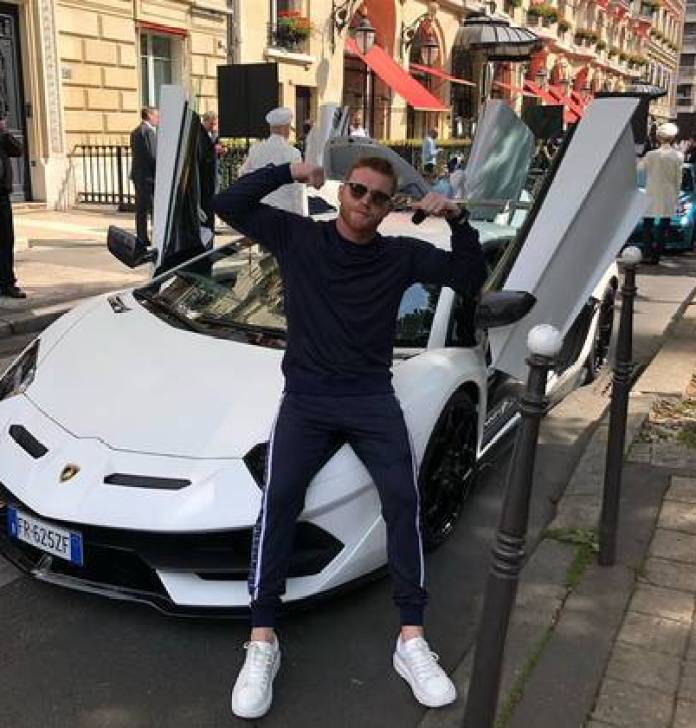 The boxer has a collection of expensive cars, including a Bugatti, a Nissan and a Ford (Photo: Instagram / @canelo)