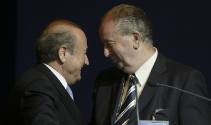 """""""Are you going to pay those who, to demonstrate their efficiency, will end up investigating you? Crazy ... """"Grondona told Blatter"""