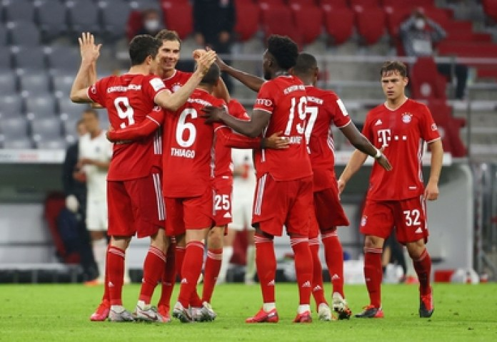 Bayern Munich can lift their eighth Bundesliga trophy in a row if they win a win against Werder Bremen (REUTERS)