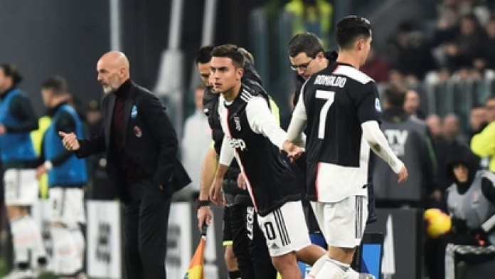 Soccer Football - Serie A - Juventus v AC Milan - Allianz Stadium, Turin, Italy - November 10, 2019 Juventus 'Paulo Dybala comes on as a substitute to replace Juventus' Cristiano Ronaldo REUTERS / Massimo Pinca
