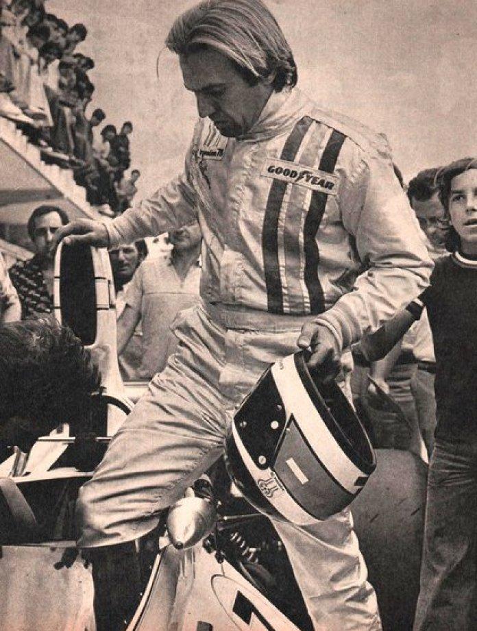 Reutemann getting into his car (CORSA file).