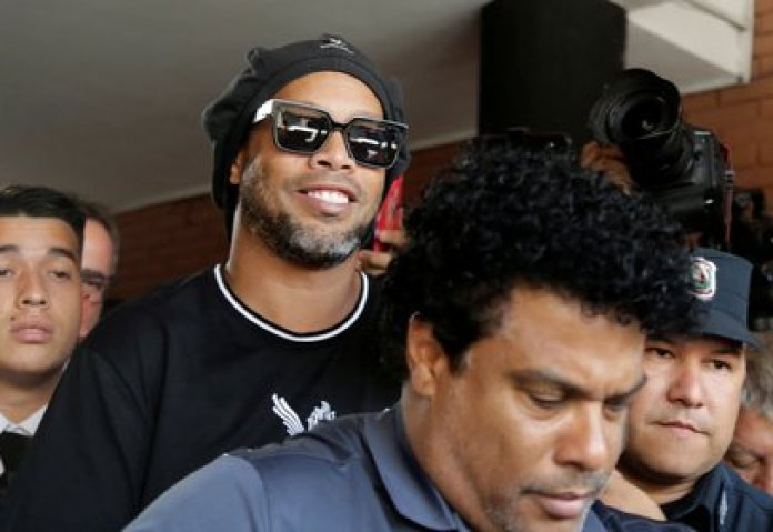 Ronaldinho and his brother Roberto have been detained in Paraguay for more than five months (REUTERS / Jorge Adorno)