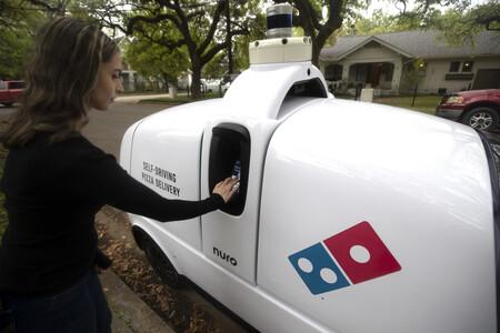 Domino Nuro R2 Robot