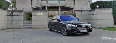 We tested the Mercedes-Benz S-Class: an ultra-luxury saloon that brims with technology, with even augmented reality on the windshield