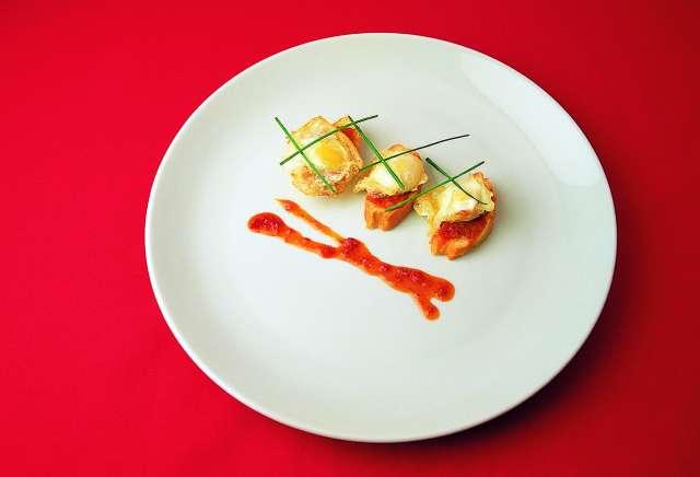 Montaditos de huevos de codorniz con Sobrasada de Mallorca