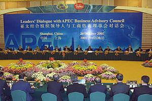 English: SHANGHAI. An informal meeting of head...