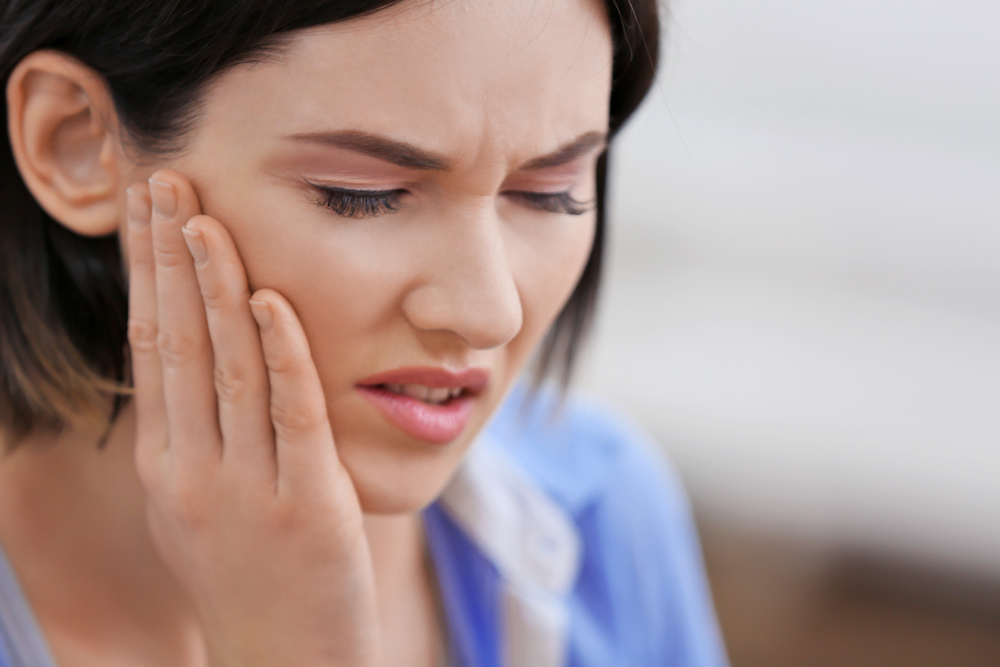 TMJ Disorders: Why Does My Jaw Pop & Why's It So Painful?