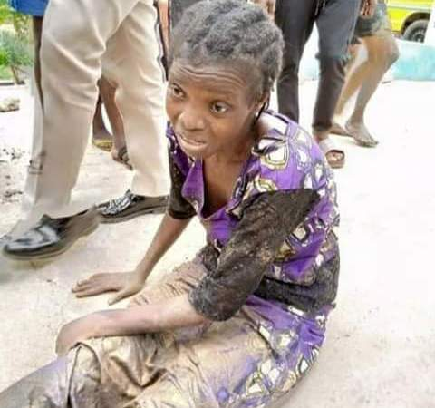 Woman Jumps Into Osun River Over Hunger  (PHOTOS) 1