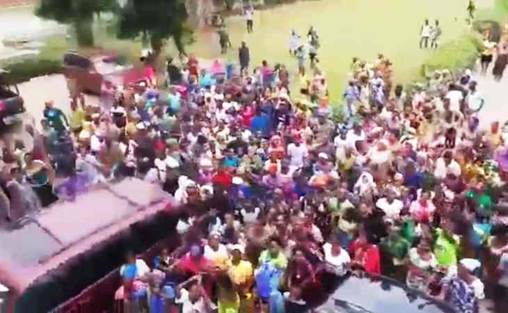COVID-19: We are Hungry – Ogun indigenes Storm Govt House, Oba Palace (video)