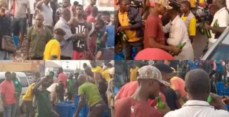 Residents troop out to drink to stupor after a trailer of beer fell in Anambra State (video)