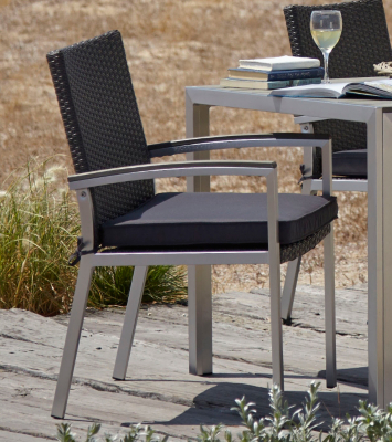 Wyndham 2 Wicker Chair With Seat Pads