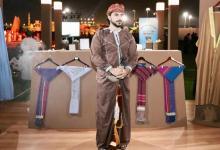 صورة عُماني يقوم بجمع وتوثيق الأزياء العمانية الرجالية..