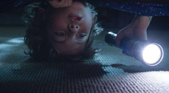 Algo bajo la cama