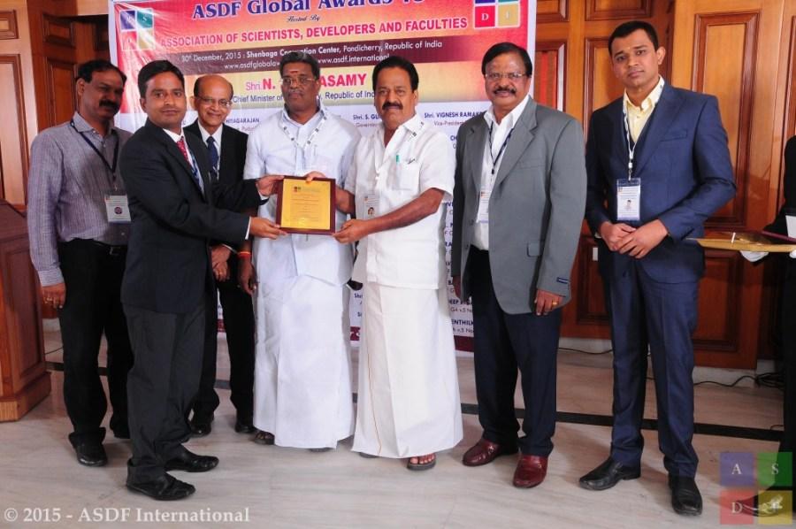 Prakash @ receiving award 2015