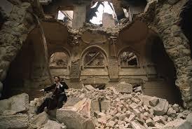 Vedran Smailović, o violoncelista de Sarajevo, que tocava em ruínas de prédios e funerais