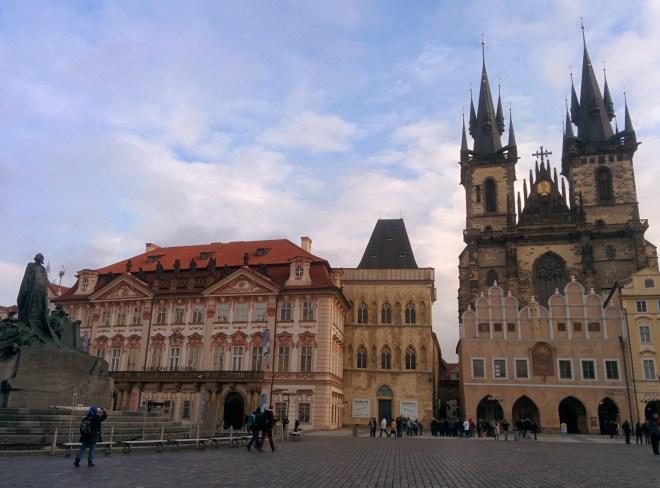 Jan Hus, Palácio Kinsky, Casa de Pedra e Nossa senhora antes de Týn - Praga - praça cidade velha