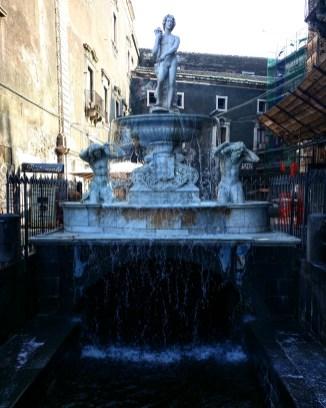 fontana-piazza-santa-agata-catania-sicilia