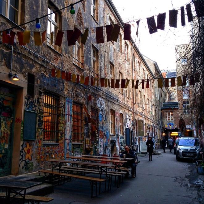 dead-chicken-alley-berlim-arte-de-rua