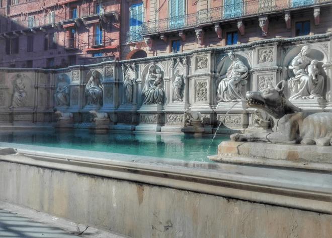 Fonte Gaia piazza del campo Siena