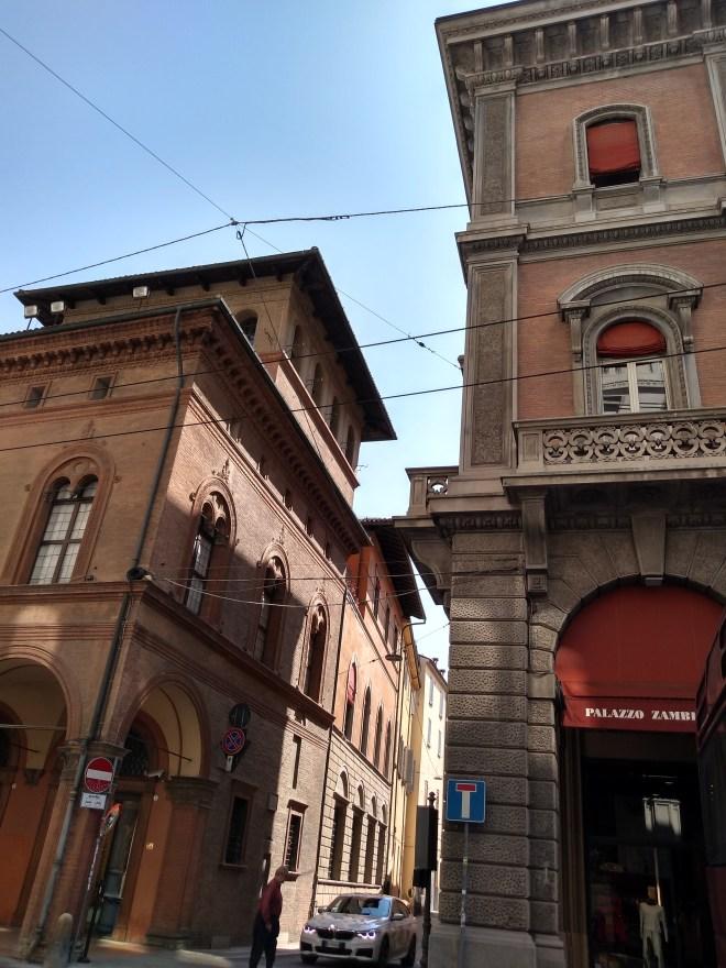 Bologna piazza minghetti Torre dei Bertolotti