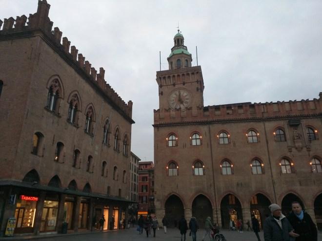Torre degli Accursi ou torre dell'orologio Bologna