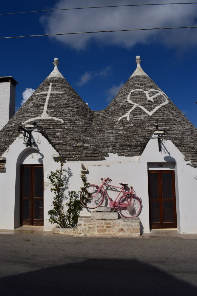 Puglia Alberobello trulli simbolos nos trulli