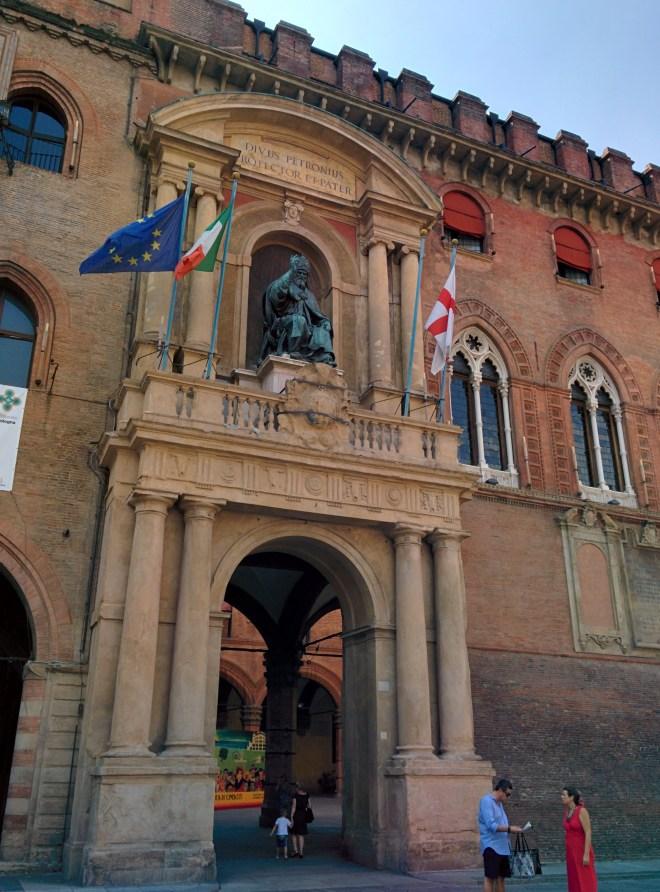 Bologna piazza maggiore palazzo d'accursio papa gregorio xiii