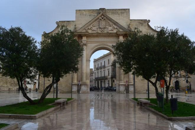 Puglia Lecce porta napoli