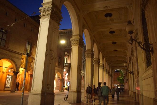 Bologna portico carisbo via farini