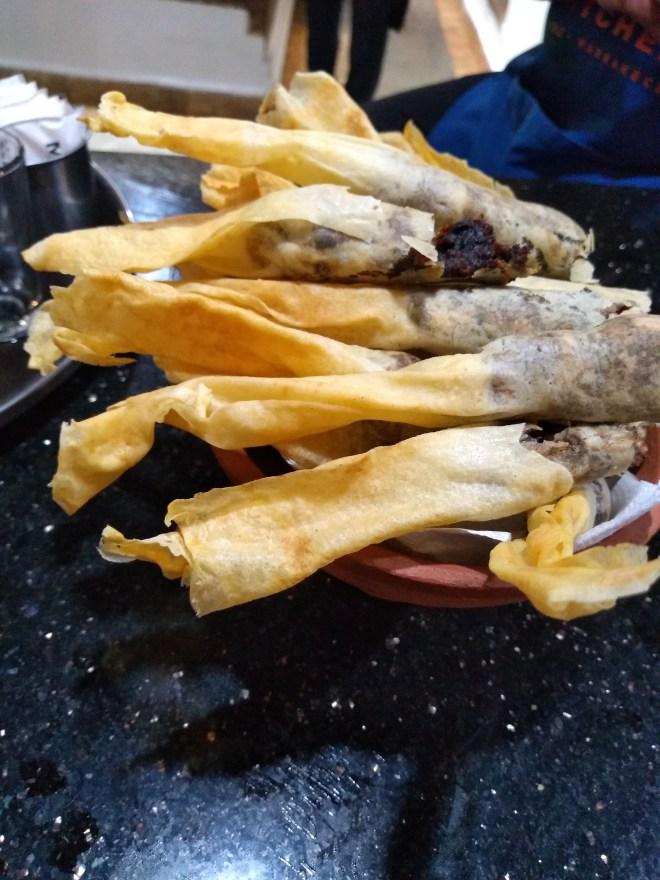 Marrocos comida típica provar rolinhos de tâmaras e amêndoas