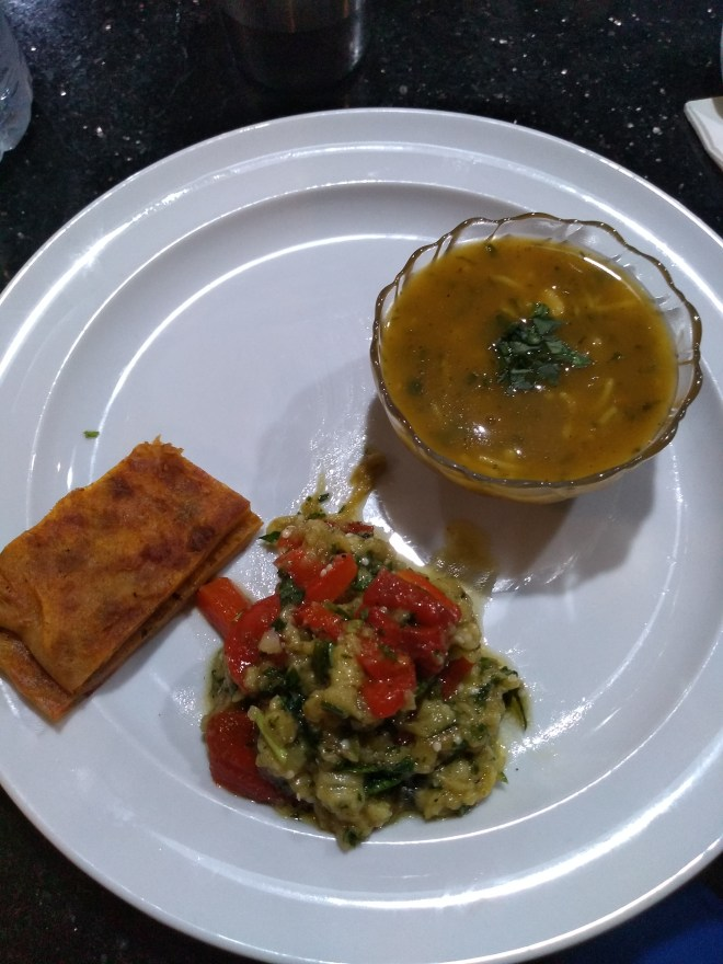 Marrocos comida típica provar sopa harira zaalouk pão