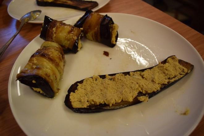Geórgia Aula de culinária pratos típicos rolinhos de berinjela