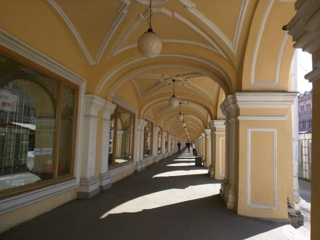 Petersburgo avenida nevski gostiny dvor