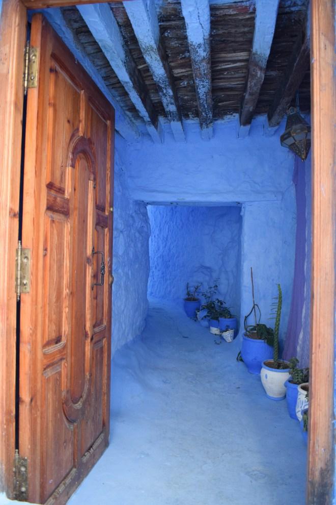 Marrocos Chefhaouen cidade azul quase entrando nas casas por engano