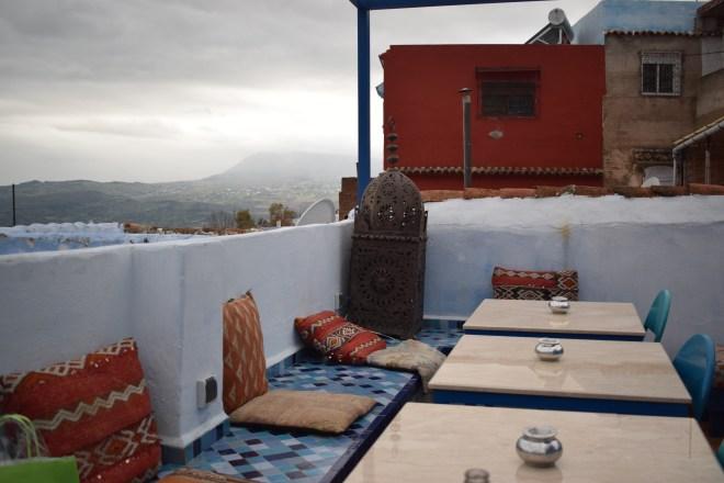 Marrocos Chefhaouen cidade azul vista terraço cafe clock 3