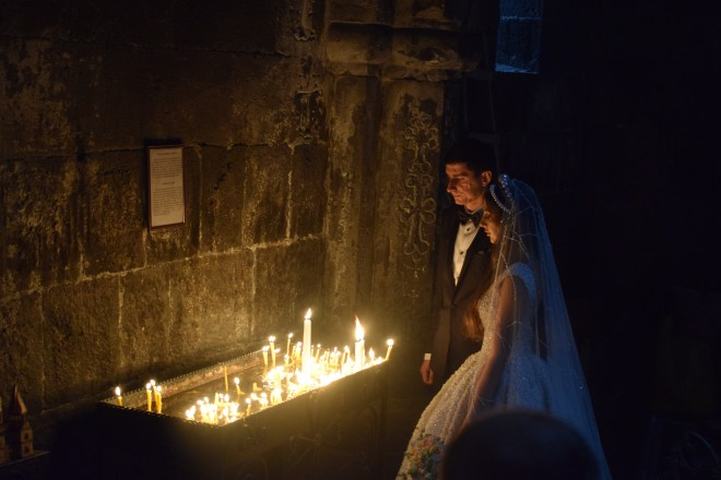 Armenia lago sevan monasterio medieval Hayravank casamento
