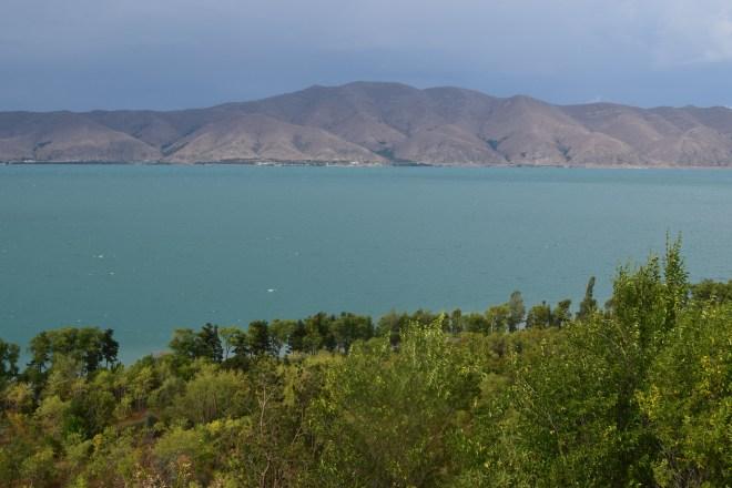 Armenia lago sevan monasterio medieval Sevanarank água