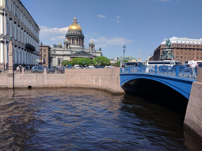 Petersburgo canais pontes azul