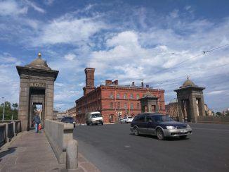 Petersburgo canais pontes lomonossov