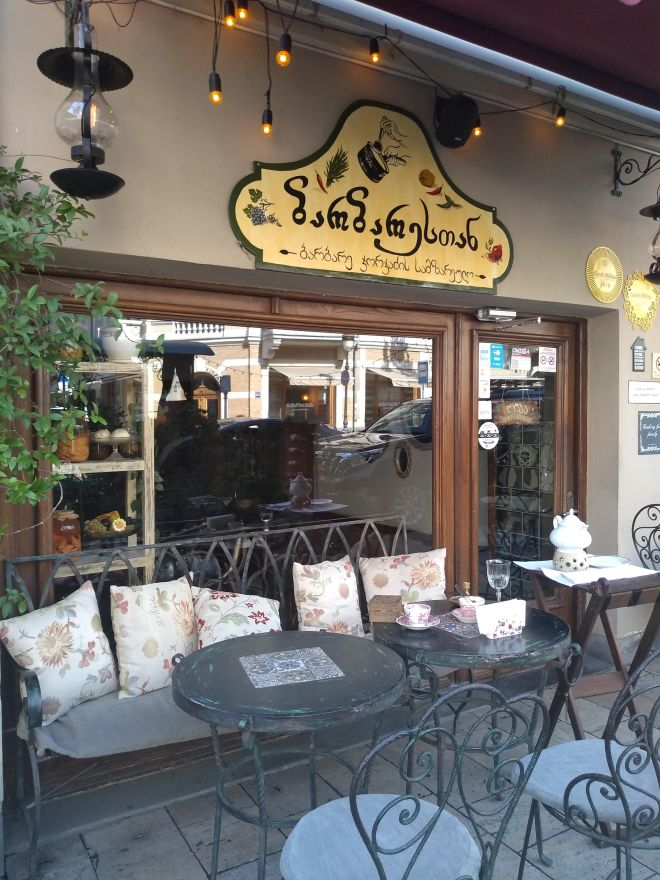 Barbarestan restaurante georgia receitas feminista entrada