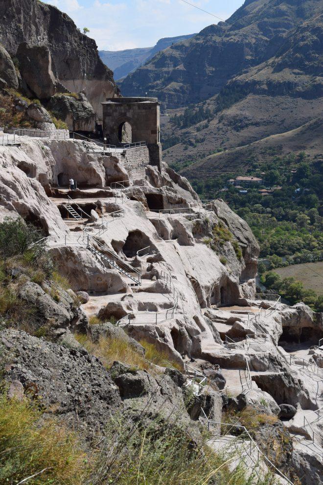 Vardzia monastério caverna escadas