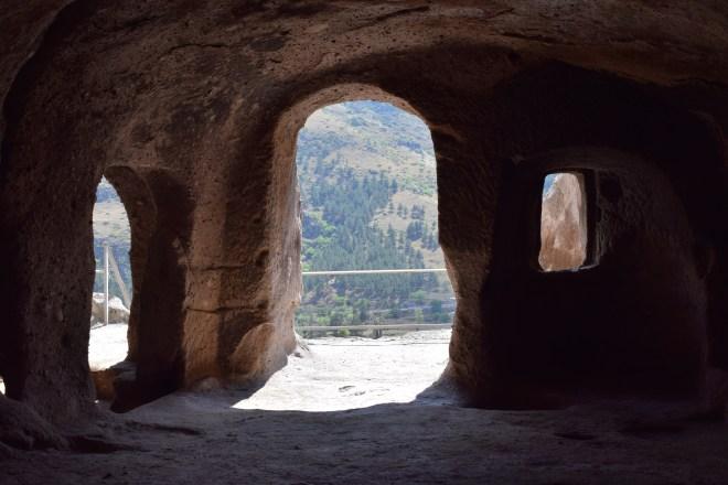 Vardzia monastério caverna interior 3
