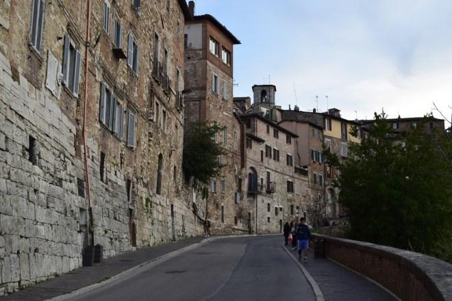 Perugia andando pelos muros