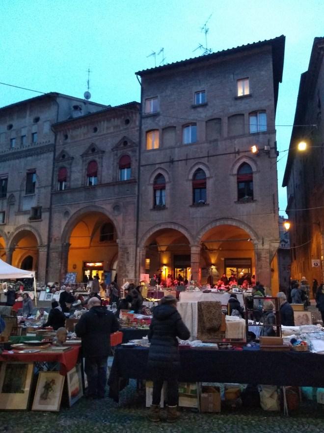 Praça Santo Stefano as sete igrejas feirinha antiguidades 2