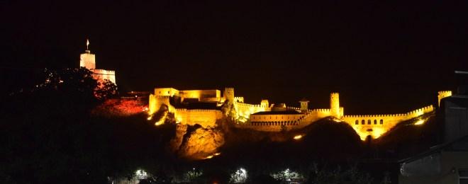 Akhaltsikhe castelo fortaleza rabati noite