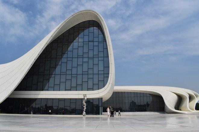 Baku moderna centro Heydar Aliv Hadid de perto