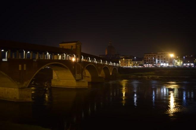 Pavia ponte coberta